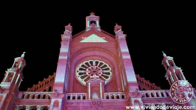 En la catedral hay un espectáculo de luces cada hora