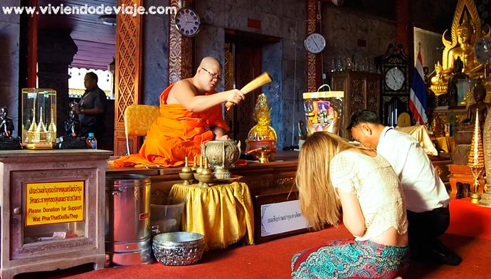 Que hacer en Chiang Mai, bendición de monje