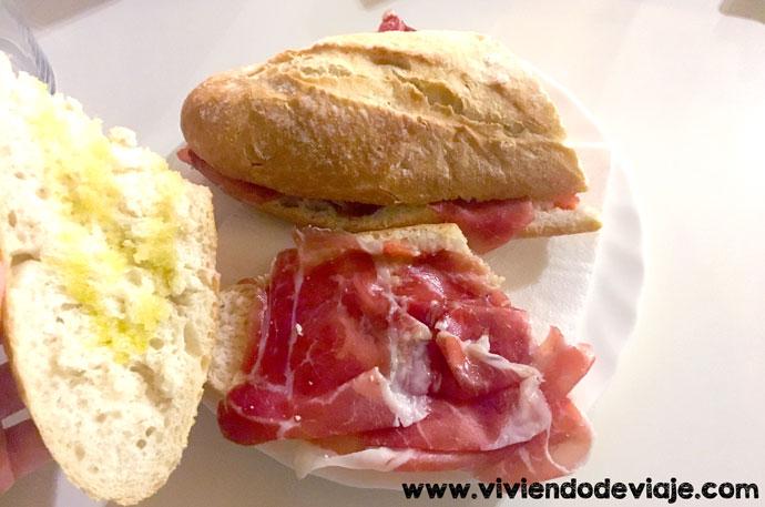 Comer en Formentera barato, bocata jamón