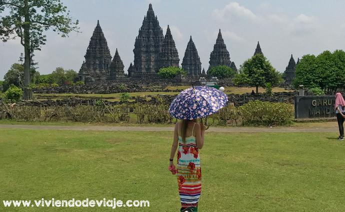Borobudur y Prambanan