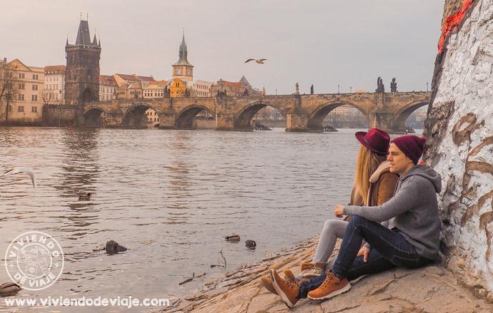 Vistas puente de Carlos en Praga