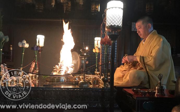 Dormir en un templo budista en Japón, ritual del fuego