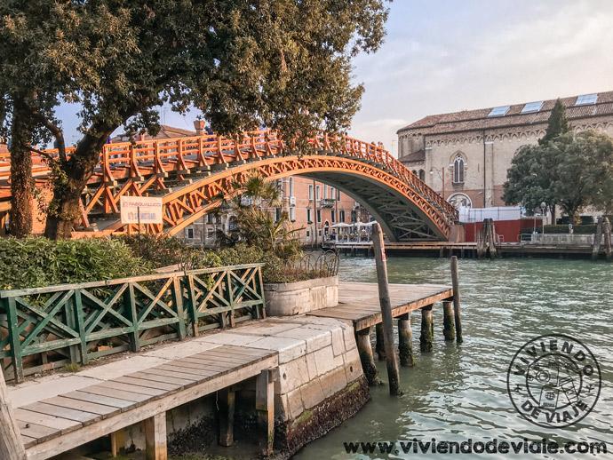 Que hacer en Venecia, cruzar el Puente de la Academia