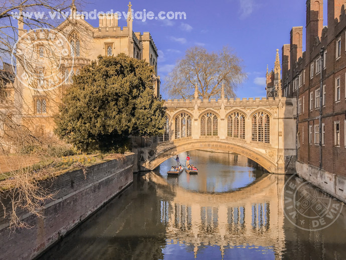 Puente de los Suspiros en Cambridge