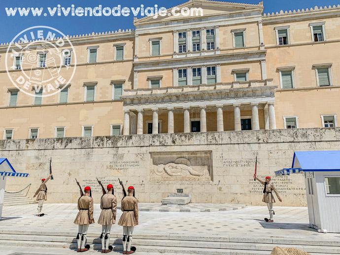 Cambio de guardia en la Plaza Sintagma de Atenas