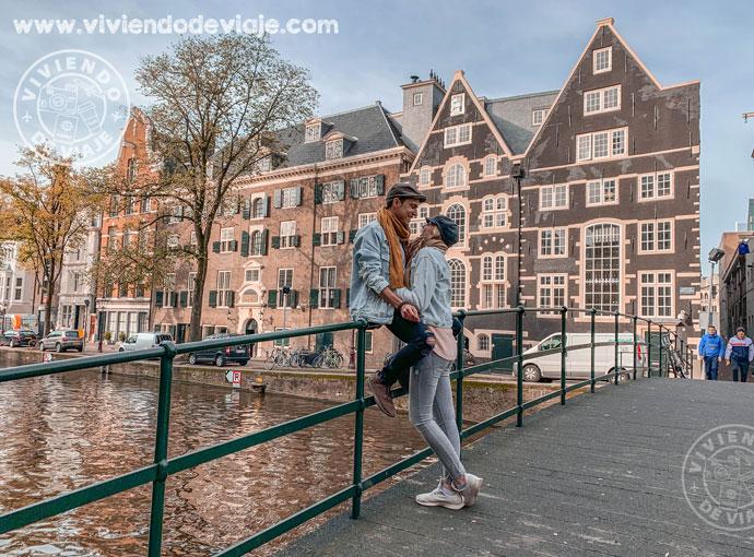 Dar una vuelta por el Barrio Rojo, una de las cosas que hacer en Ámsterdam