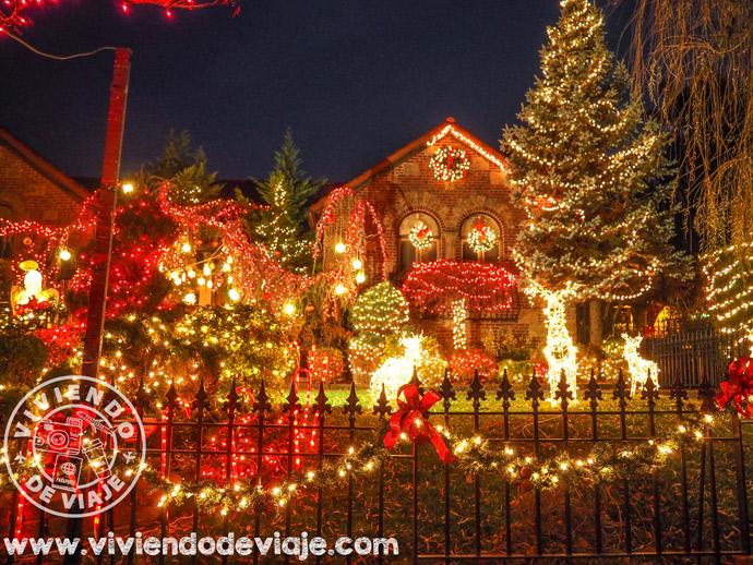 Decoración navideña en el barrio de Dyker Heights