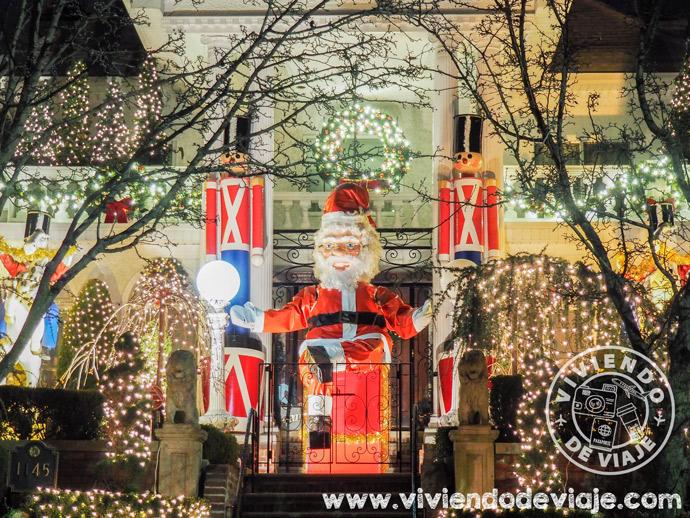 Alfred Polizzotto House y su Papa Noel de dos pisos