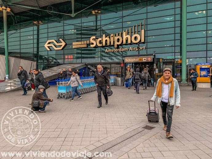 Entrada del aeropuerto de Ámsterdam-Schiphol