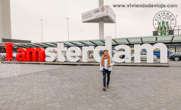 Letrero de I AMSTERDAM en el aeropuerto de Schiphol