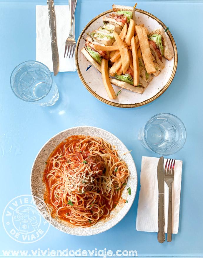 Comer en Tick Tock Diner, Nueva York