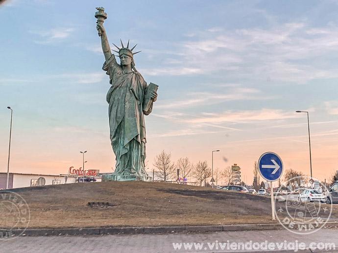 Estatua de la Libertad a la entrada de Colmar