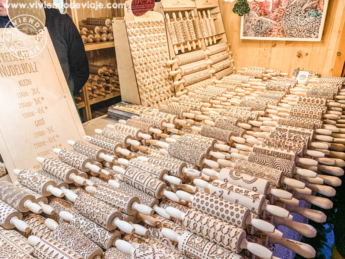 Puestos de artesanos en el mercado de Navidad de los callejones de Spittelberg