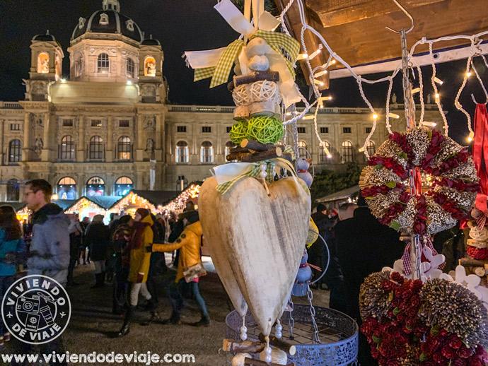 Mercado de Navidad en la plaza de Maria Teresa