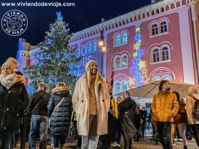 Mercado navideño a la entrada del centro comercial Palladium