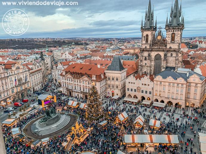 Vistas de la plaza de la Ciudad Vieja desde la torre del ayuntamiento de Praga