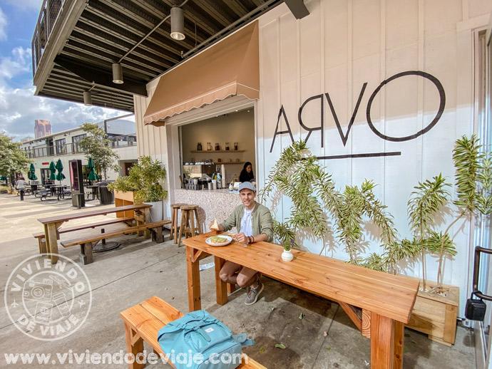 Desayunando en la cafetería Arvo en el barrio Kakaako
