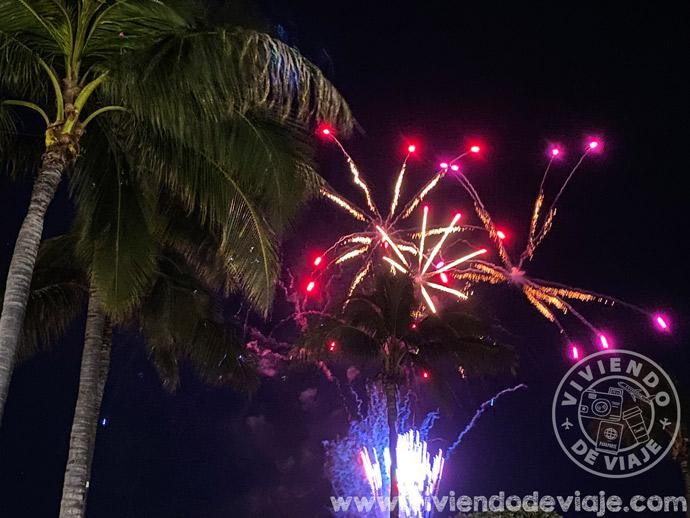 Fuegos artificiales en la playa de Waikiki