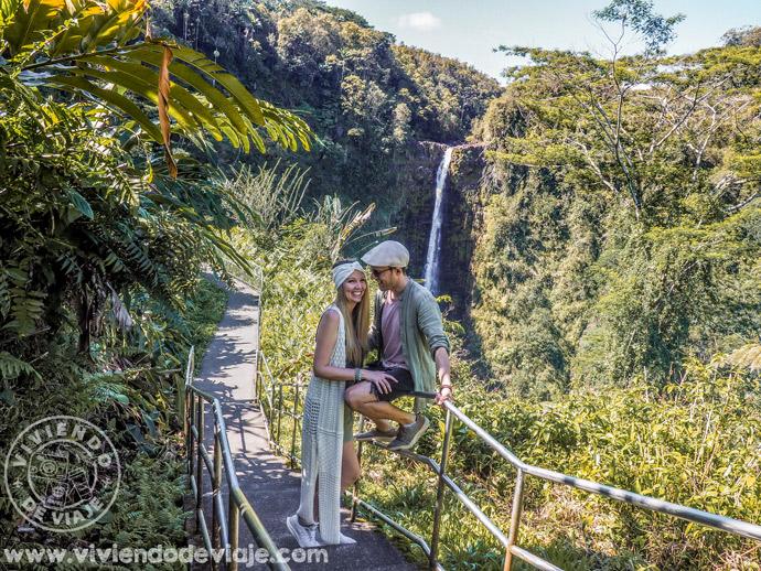 Puntos turísticos como las Akaka Falls se encuentran bastante lejos de esta zona