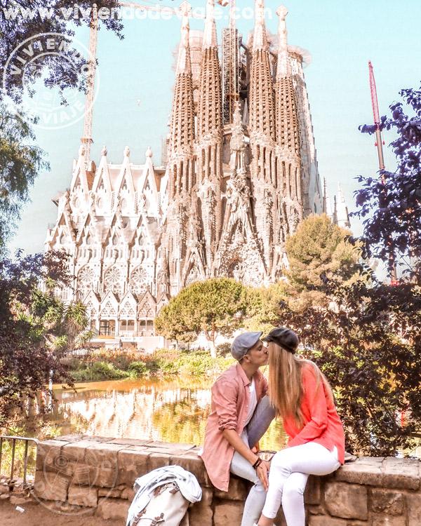 Qué ver en Barcelona | La Sagrada Familia desde la Plaza Gaudí