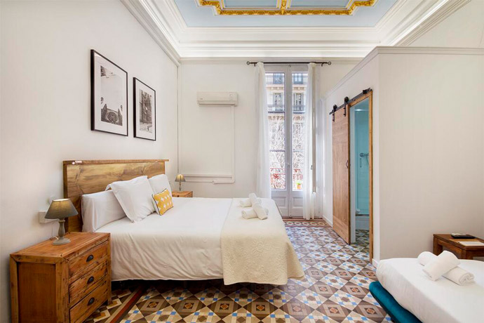 Alojamiento barato en Barcelona | Hostal Girona, en el Arco del Triunfo